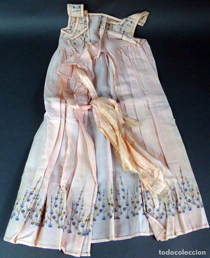 Antigüedades: Vestido niña tela bordada flores años 20 - Foto 2 - 103676239