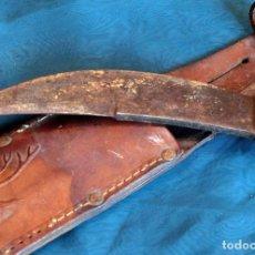 Antigüedades: BONITO CUCHILLO – HOJA CURVA - CAZA – MACHETE – EMPUÑADURA MADERA Y ACERO – FUNDA DE CUERO. Lote 103678075