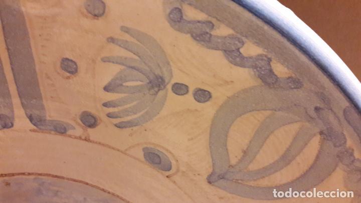 Antigüedades: MAGNÍFICO PLATO DE CERÁMICA. OFICIOS / PESCADOR. 33 CM Ø. PPOS. S. XX. PERFECTO / VER FOTOS. - Foto 3 - 103721867