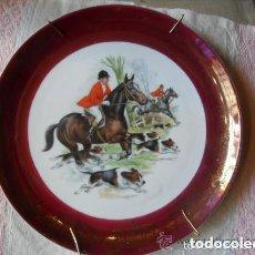 Antigüedades: PLATO DE PORCELANA CON MOTIVO DE CACERIA ECUESTRE - ANTIGUO - POSIBLEMENTE BIDASOA. Lote 103733555