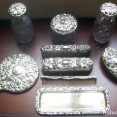 Antigüedades: JUEGO DE TOCADOR BAÑADO EN PLATA Y CRISTAL TALLADO - 9 PIEZAS - VER Y LEER DESCRIPCION. Lote 103749459