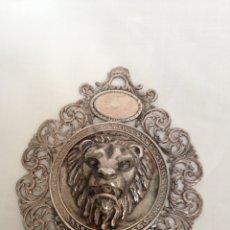 Antigüedades: MEDALLA MEDALLÓN COLGANTE PARA CUNA EN PLATA DE LEY. Lote 103763523