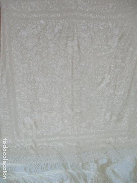Antigüedades: Bonito Mantón de Manila Antiguo - Bordado a Mano - Color Crudo - Flecos de seda - Perfecto Estado!!! - Foto 4 - 103780103
