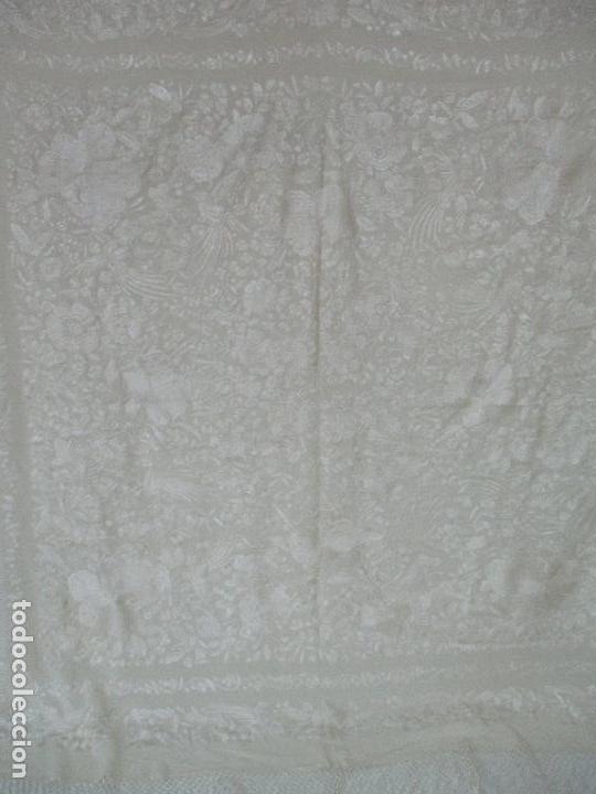 Antigüedades: Bonito Mantón de Manila Antiguo - Bordado a Mano - Color Crudo - Flecos de seda - Perfecto Estado!!! - Foto 7 - 103780103