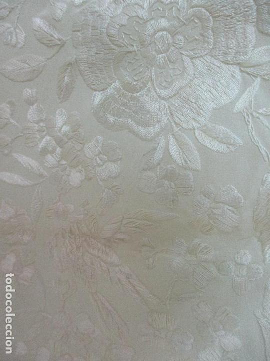 Antigüedades: Bonito Mantón de Manila Antiguo - Bordado a Mano - Color Crudo - Flecos de seda - Perfecto Estado!!! - Foto 10 - 103780103