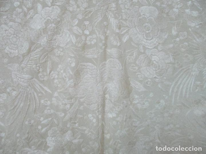 Antigüedades: Bonito Mantón de Manila Antiguo - Bordado a Mano - Color Crudo - Flecos de seda - Perfecto Estado!!! - Foto 11 - 103780103