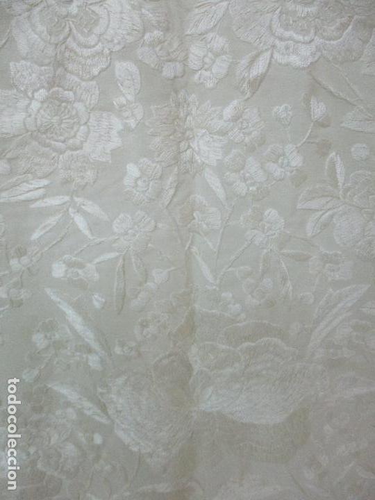 Antigüedades: Bonito Mantón de Manila Antiguo - Bordado a Mano - Color Crudo - Flecos de seda - Perfecto Estado!!! - Foto 12 - 103780103