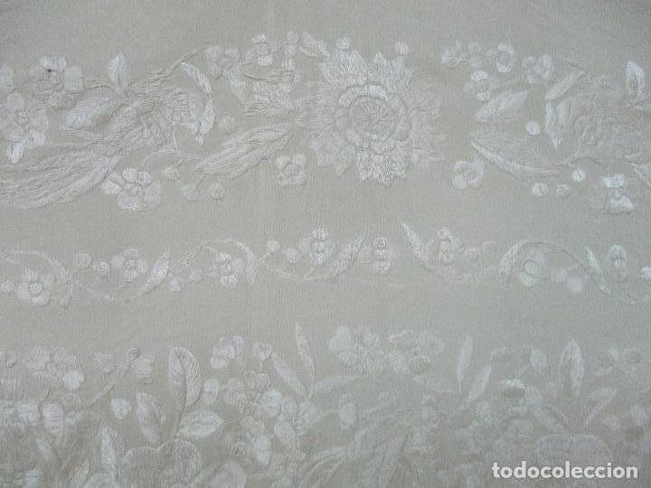 Antigüedades: Bonito Mantón de Manila Antiguo - Bordado a Mano - Color Crudo - Flecos de seda - Perfecto Estado!!! - Foto 13 - 103780103