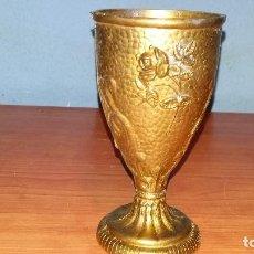 Antigüedades: COPA ANTIGUA DE BRONCE CON BONITOS LABRADOS. Lote 106249995