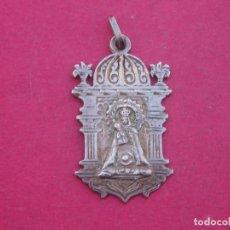 Antigüedades: MEDALLA EN PLATA VIRGEN DE FUENCISLA SIGLO XIX. SEGOVIA.. Lote 103845659