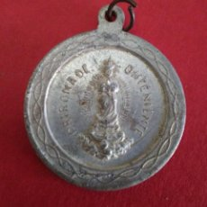 Antigüedades: ANTIGUA MEDALLA DEL SAGRADO CORAZÓN DE JESÚS Y LA PATRONA DE ONTENIENTE, 2,7 CM . Lote 103846763