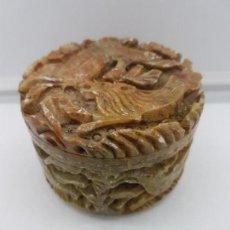 Antigüedades - Antiguo tarro oriental bellamente tallado en piedra jabonosa con motivos de animales. - 103850927