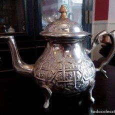 Antigüedades: TETERA ARABE DE ALPACA REPUJADA - SELLADA.. Lote 103892795