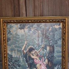 Antigüedades: CUADRO DE PAREJA DE ENAMORADOS EN COLUMPIO PUNTO DE CRUZ GRAN MARCO. Lote 103947851