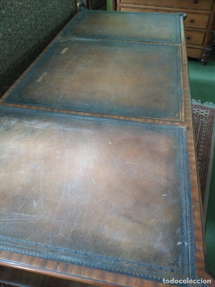 Antigüedades: Mesa de despacho con 5 cajones tapa piel marrón - Foto 2 - 57450418