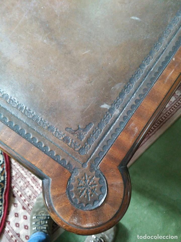Antigüedades: Mesa de despacho con 5 cajones tapa piel marrón - Foto 3 - 57450418