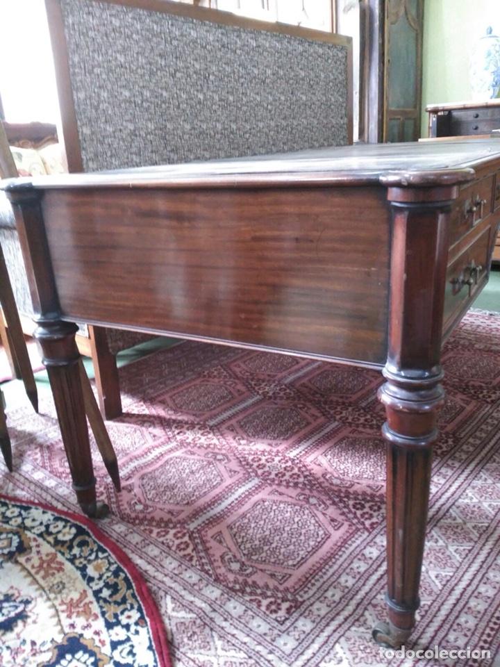 Antigüedades: Mesa de despacho con 5 cajones tapa piel marrón - Foto 5 - 57450418
