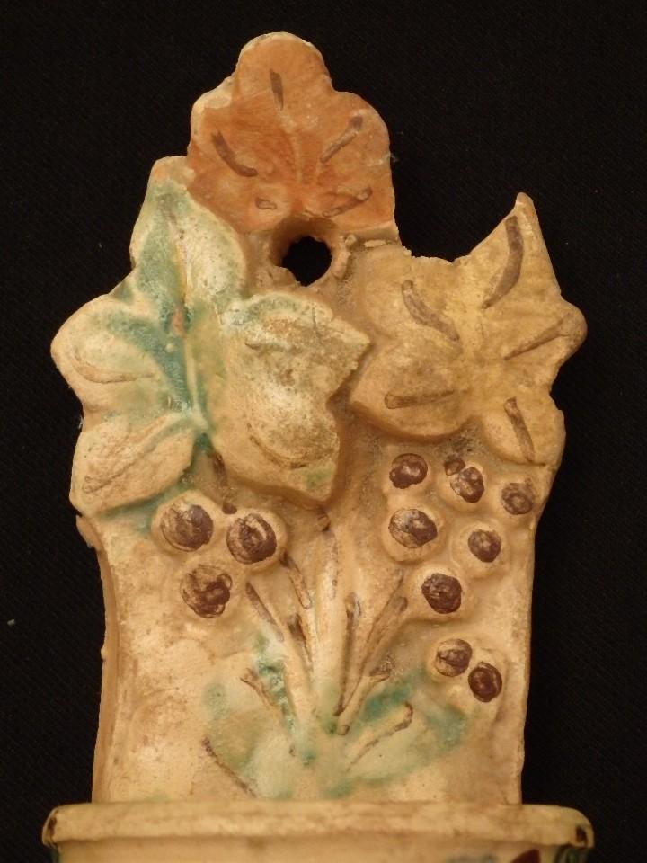 Antigüedades: Benditera en cerámica de Talavera o Puente del Arzobispo. Siglo XVII. - Foto 3 - 142787557