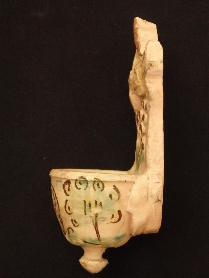 Antigüedades: Benditera en cerámica de Talavera o Puente del Arzobispo. Siglo XVII. - Foto 8 - 142787557