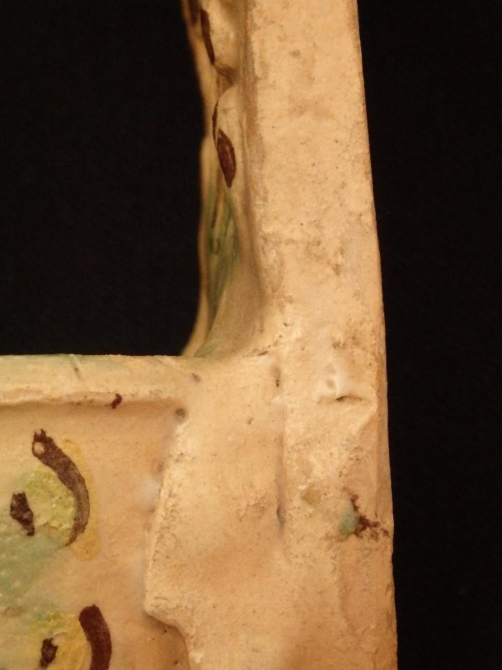 Antigüedades: Benditera en cerámica de Talavera o Puente del Arzobispo. Siglo XVII. - Foto 11 - 142787557