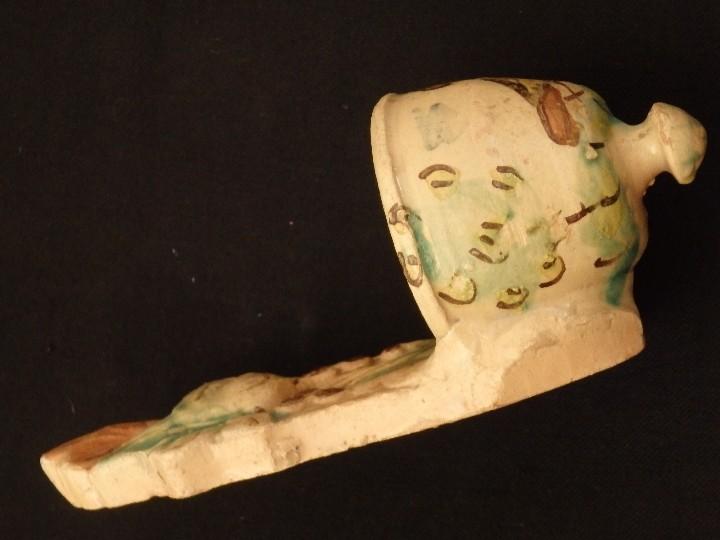 Antigüedades: Benditera en cerámica de Talavera o Puente del Arzobispo. Siglo XVII. - Foto 13 - 142787557