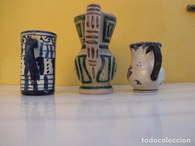 Antigüedades: Colección de 9 antiguas jarritas de cerámica: Talavera, Manises y Teruel - Foto 19 - 103996659