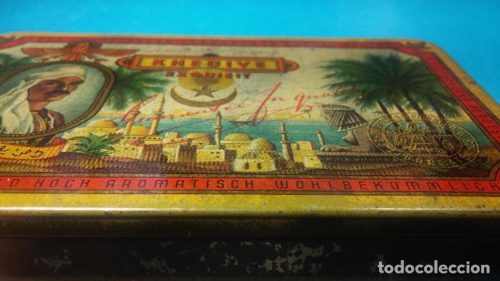 Antigüedades: Bonita caja o cajita antigua de chapa, no sé de qué era - Foto 12 - 103999051
