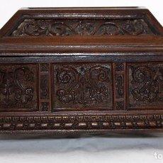 Antigüedades: BONITA CAJA - COFRE EN MADERA TALLADA DE FINALES DEL SIGLO XIX. ARCA. Lote 143717166