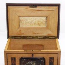 Antigüedades - IMPORTANTE CAJA EN MADERA Y DECORACIONES EN CAREY, NACAR Y MARFIL - 104034047