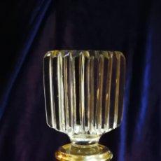 Antigüedades: LICORARA CON CUELLO DE PLATA. CRISTAL TALLADO. PERFECTO ESTADO. Lote 104039047