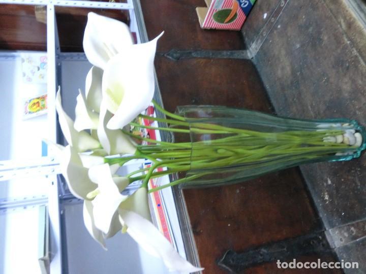 jarron de cristal con flores artificiales Comprar Jarrones