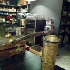 Antigüedades: ANTIGUO PIMENTERO DE BRONCE 24 CM. Lote 104069487