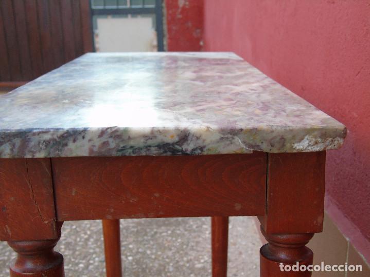 Antigüedades: PEQUEÑA MESA AUXILIAR DE MADERA Y MARMOL. - Foto 6 - 104073567