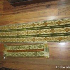 Antigüedades: ANTIGUO TAPETE Y CAMINO DE MESA EN TERCIOPELO O SIMILIAR.. Lote 104148435