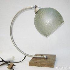 Antigüedades: LAMPARA ANTIGUA ART NOUVEAU MARMOL LATON Y OPALINA CRISTAL CIRCA 1900. Lote 104168975