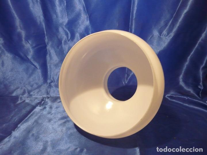 Antigüedades: TULIPA PANTALLA PARA QUINQUE BLANCA 190 mm DE BOCA - Foto 2 - 104254676