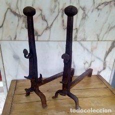 Antigüedades: PAR DE MORILLOS O HIERROS DE CHIMENEA. Lote 104185187