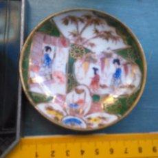 Antigüedades: PLATO CHINO . ESCENA ORIENTAL CON SELLO - DORADO ORO. Lote 104259723