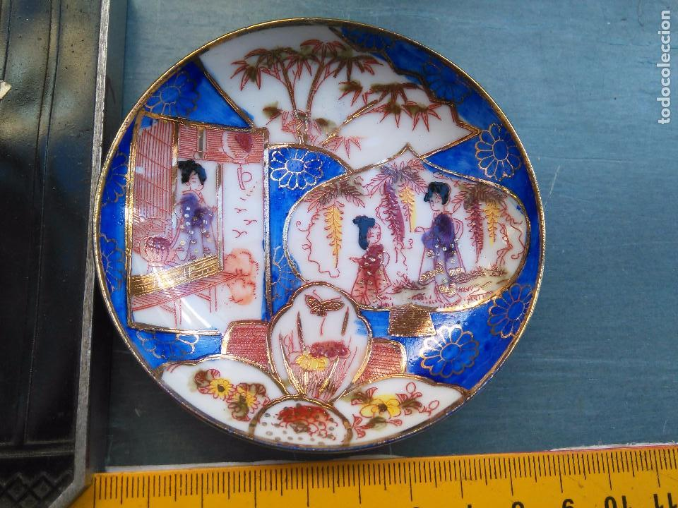 PLATO CHINO . ESCENA ORIENTAL CON SELLO - DORADO ORO (Antigüedades - Hogar y Decoración - Platos Antiguos)