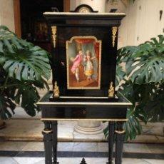 Antigüedades: MUEBLE JOYERO SIGLO XIX CON PORCELANAS DE SEVRES. Lote 104265184