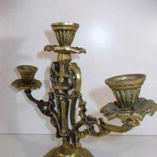 Antigüedades: ANTIGUO CANDELABRO DE BRONCE PARA TRES VELAS. Lote 104274263