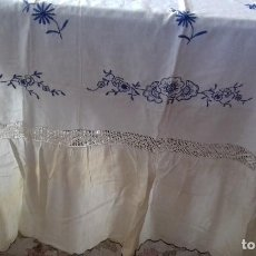 Antigüedades: ANTIGUA CORTINA DE HILO BORDADA A MANO CON CROCHET.. Lote 104310491