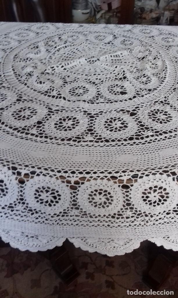 Antigüedades: ANTIGUO TAPETE HECHO DE CROCHET Y PUNTO DE AGUJA. - Foto 8 - 104314335