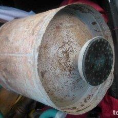 Antigüedades: CURIOSISIMA DUCHA DE CAMPAÑA QUE FUNCIONA AL TIRAR DE UNA CADENA CON CAPACIDAD PARA UNOS VEINTE LITR. Lote 104318883
