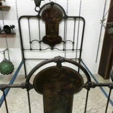 Antigüedades: CAMA DE HIERRO, COLONIAL DEL S. XX, CABECEROS CON DIBUJOS DE ÉPOCA.. Lote 104327787