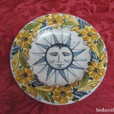 Antigüedades: PLATO POLICROMADO CON UN SOL. Lote 104361103