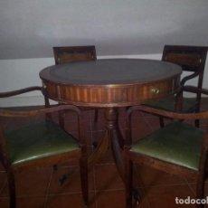 Antigüedades - Mesa de juego con cuatro butacas - 104380891