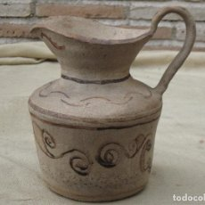 Antigüedades: JARRA ANTIGUA EN BARRO GRUESO, CON DIBUJOS.. Lote 104464547