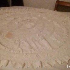 Antigüedades: ANTIGUO MANTEL DE GANCHILLO PARA MESA CAMILLA.ALGODÓN BLANCO.. Lote 104467211