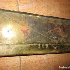 Antigüedades: CAJA ANTIGUA DORADA N 100 PARA TAQUILLA VENTA DE ENTRADAS BILLETES DE ALICANTE. Lote 104551007